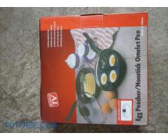 Egg poacher/Non stick omelet pan.