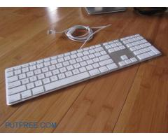 apple original keyboard 200%ok  with 2 usb slots