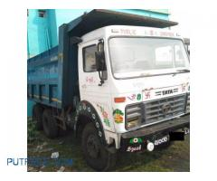 Hyva tipper/dumper/poclain on rent