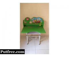 kids study table in very good condition.