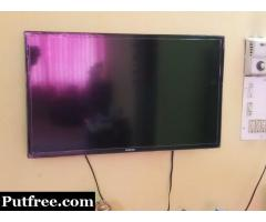 Samsung 32F4100 LED 81 cm (32)HD In Mint Condition  20000/-